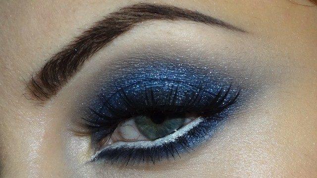 navy-blue-smokey-eye-makeup-by-lisa-eldridge
