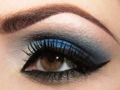 navy-blue-smokey-eye-makeup-for-brown-eyes