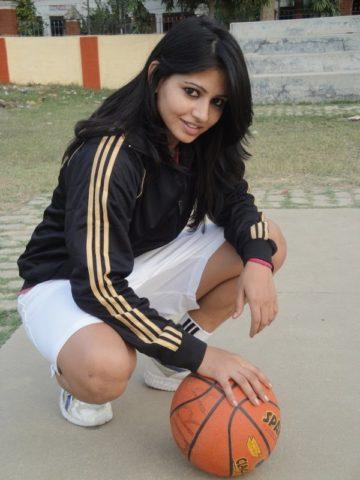 Top 10 Most Stylish Sportswomen of India - Akansha, Basketball