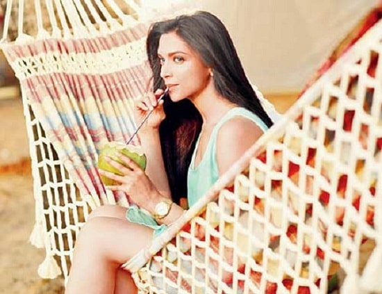 beauty-secrets-of-deepika-padukone-drinking-water