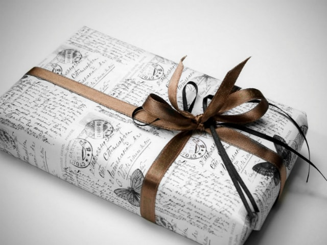best-ways-to-celebrate-green-diwali-ecofriendly-newspaper-diwali-gift-wrapping