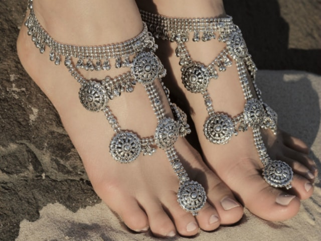 must-have-vintage-jewelry-for-indian-brides-foot-harness
