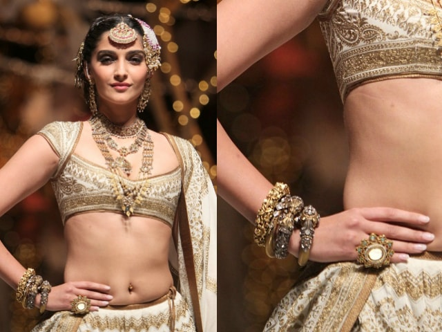 must-have-vintage-jewelry-for-indian-brides-traditional-bangle-sonam-kapoor