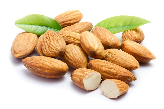 superfoods-to-lose-belly-fat-almonds