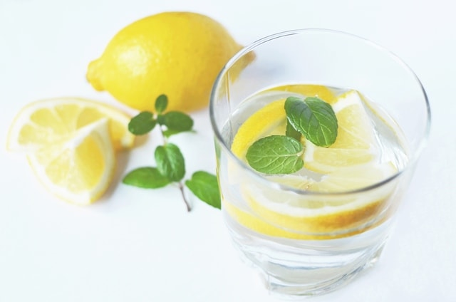 superfoods-to-lose-belly-fat-lemon-water