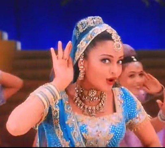 top-10-bollywood-celeb-garba-navaratri-looks-aishwarya-rai-nimbooda-hum-dil-de-chuke-sanam