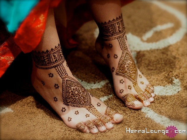 trending-henna-designs-for-feet-abstract-heena-design