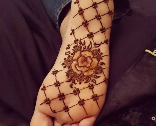 trending-henna-designs-for-feet-heena-design-for-soles-1