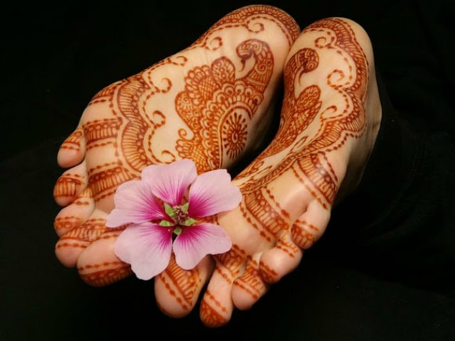trending-henna-designs-for-feet-heena-design-for-soles-2