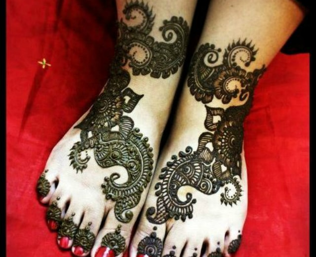 trending-henna-designs-for-feet-indian-bridal-mehendi-design-3