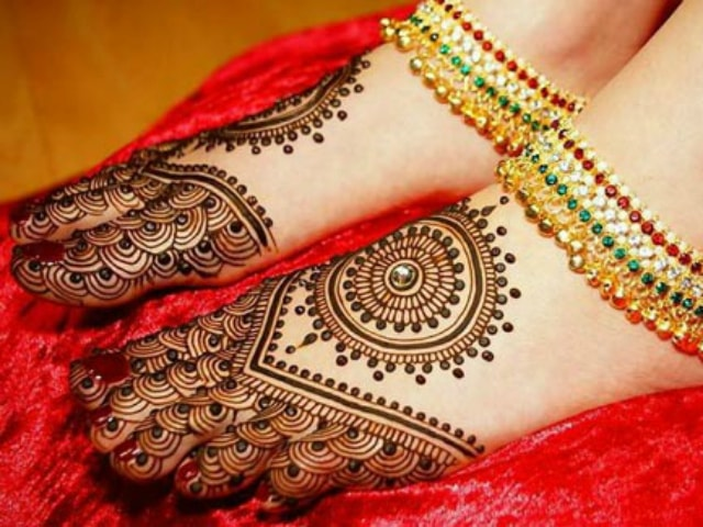 trending-henna-designs-for-feet-indian-bridal-mehendi-design-4
