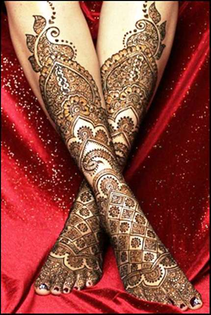trending-henna-designs-for-feet-intricate-heena-design