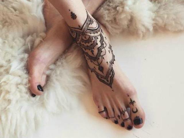 trending-henna-designs-for-feet-jewelry-mehendi-design-3