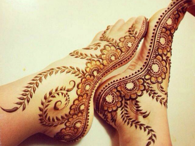 trending-henna-designs-for-feet-latest-bridal-mehendi-design-for-sides-of-feet-2