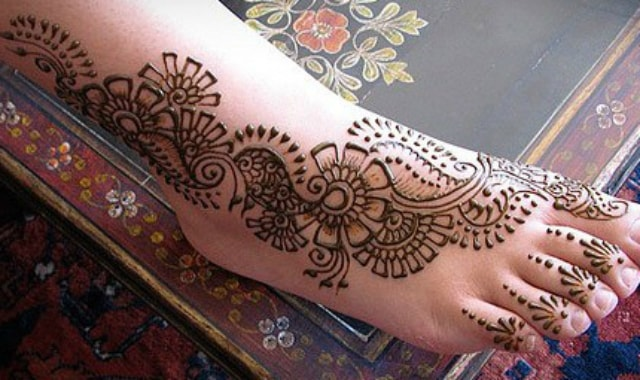trending-henna-designs-for-feet-simple-arabic-bridal-mehendi-design