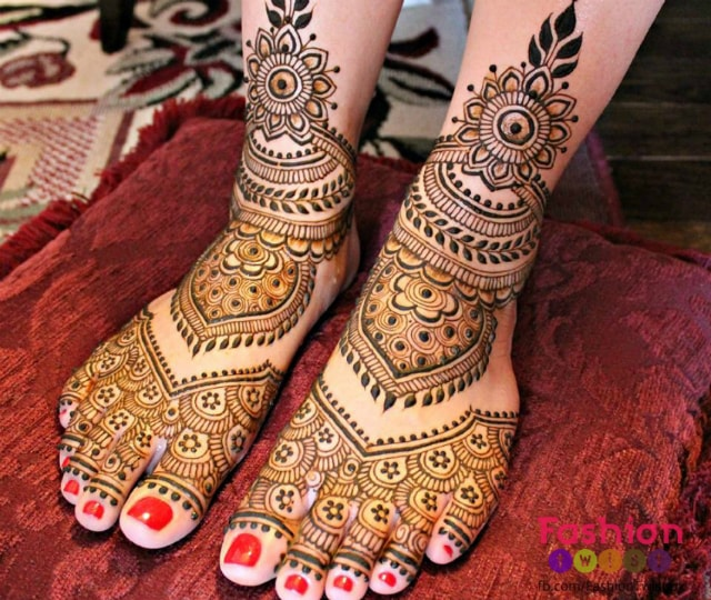 trending-henna-designs-for-feet-simple-indian-bridal-mehendi-design