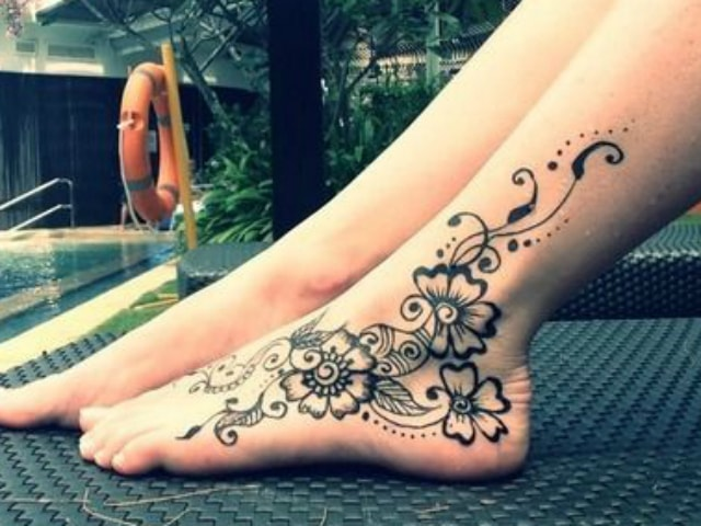 trending-henna-designs-for-feet-summer-mehendi-design-for-sides-of-feet-2