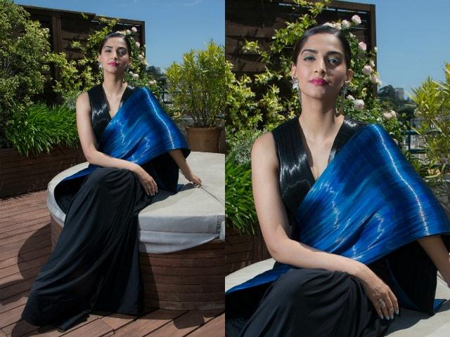 best-ethnic-looks-of-sonam-kapoor-blue-saree