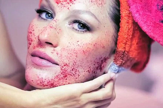 crazy-beauty-trends-ever-vampire-facials